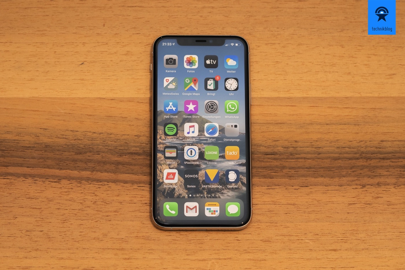 "iPhone 11 Pro mit 5.8"" Diagonale"