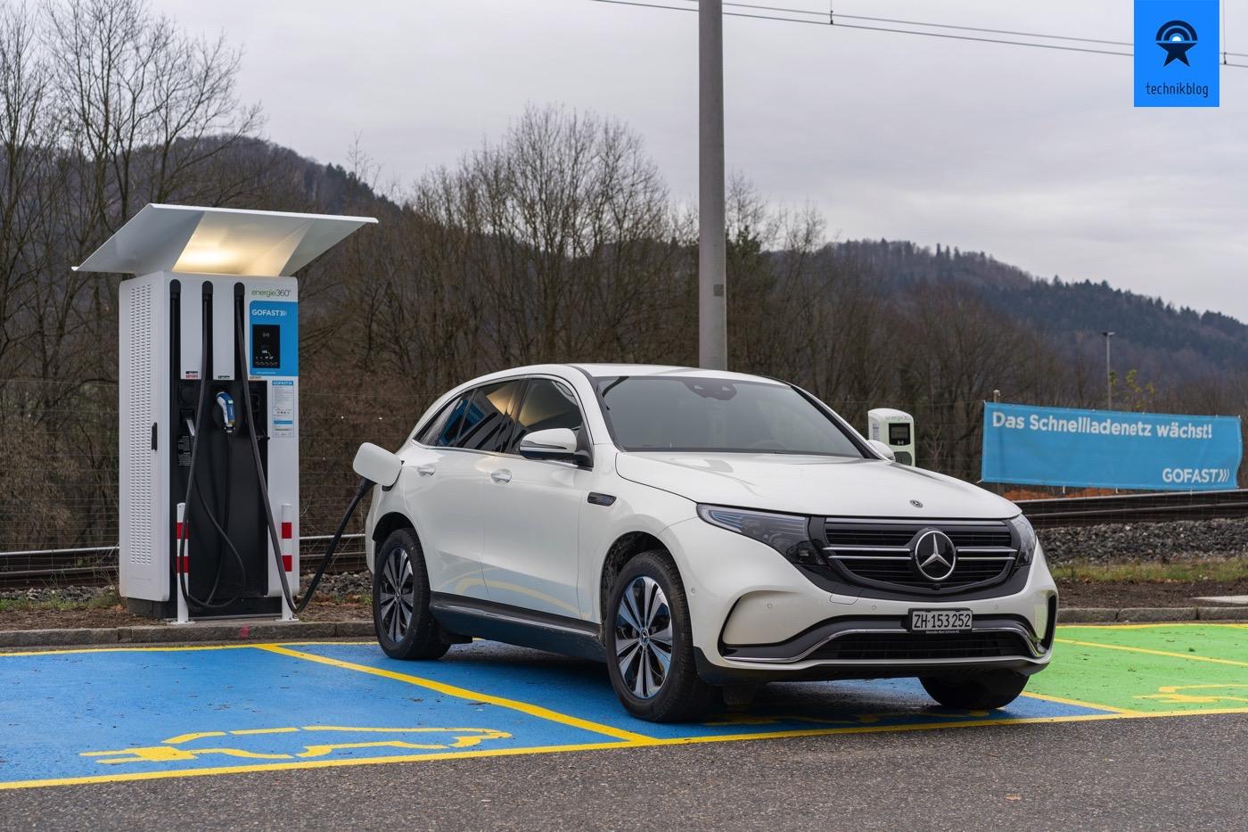 Mercedes EQC am Gofast Schnelllader in Würenlos