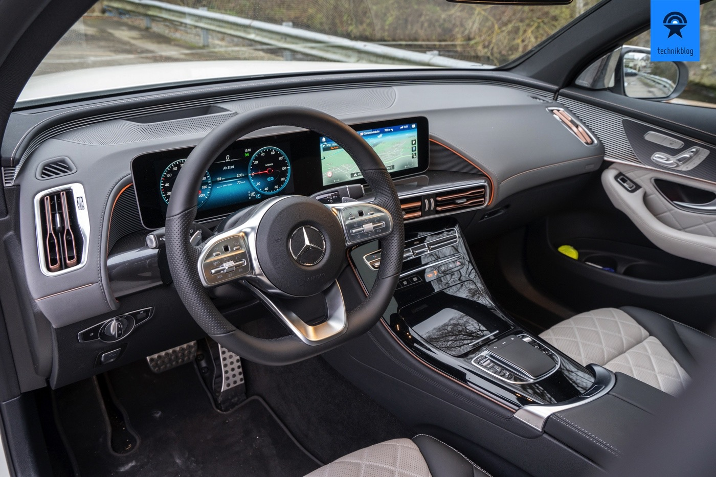 Cockpit des EQC 400