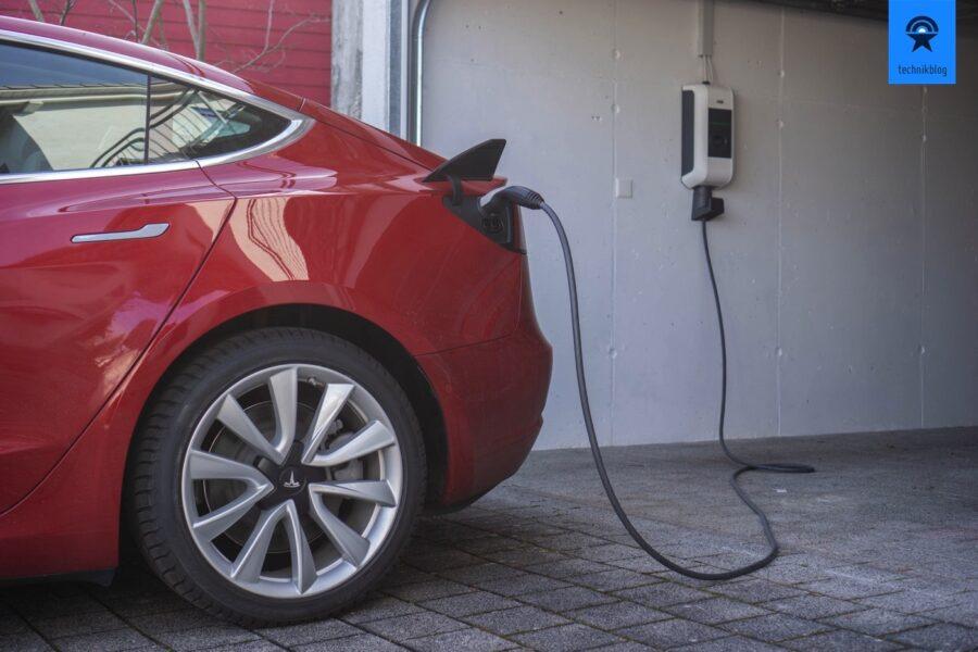 Das Tesla Model 3 mit eigenem PV-Strom gesteuert laden