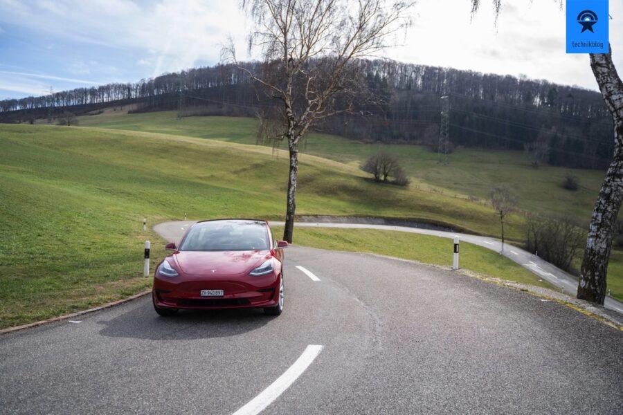 Das Model 3 SR+ hat eine Reichweite von rund 350km