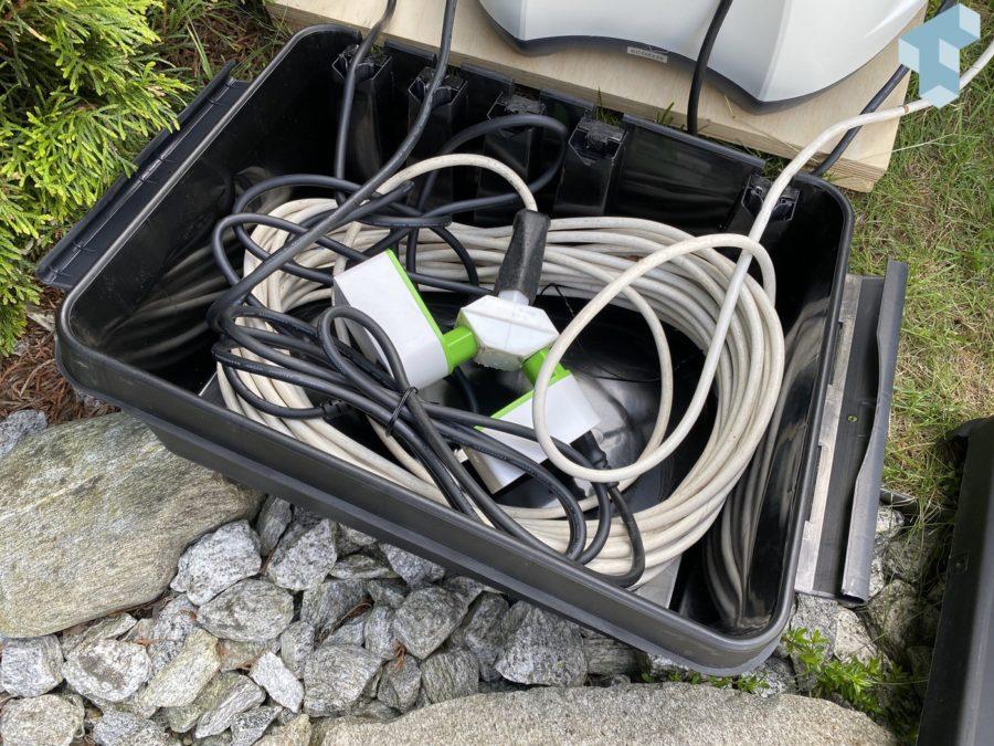 Kabel, Stecker und Smart Plugs wasserdicht verpackt in einer Dribox.