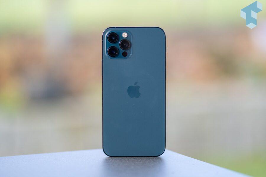 iPhone 12 Pro im Test mit texturiertem, mattem Glas auf der Rückseite