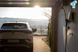 Egal wie das Auto steht, Clean Charge ermöglicht bequemes Laden