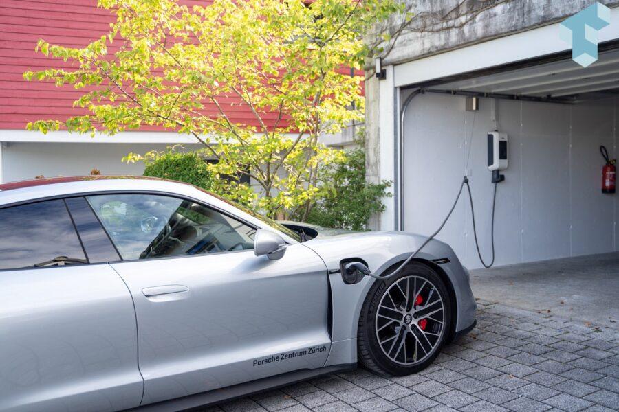 Auch praktisch für den Ladeport vorne rechts am Porsche Taycan