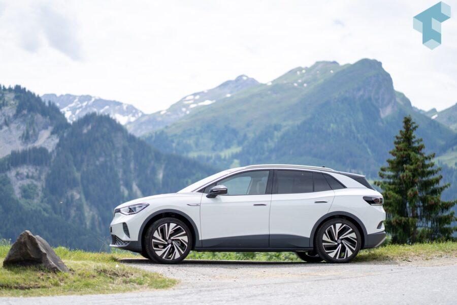 VW ID.4 in den Schweizer Bergen