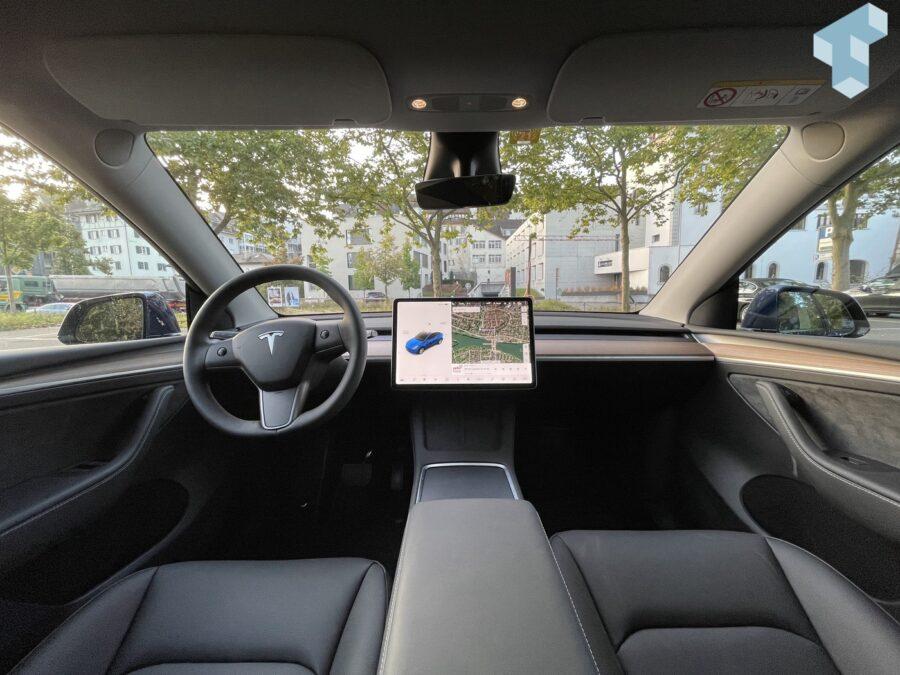 Tesla Model Y aus dem Weitwinkel...